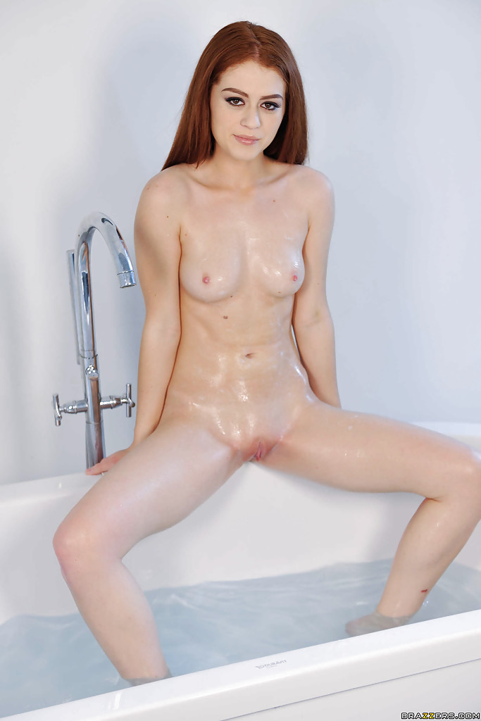 pretty girl shannon fucks her wet puusy with big dildo