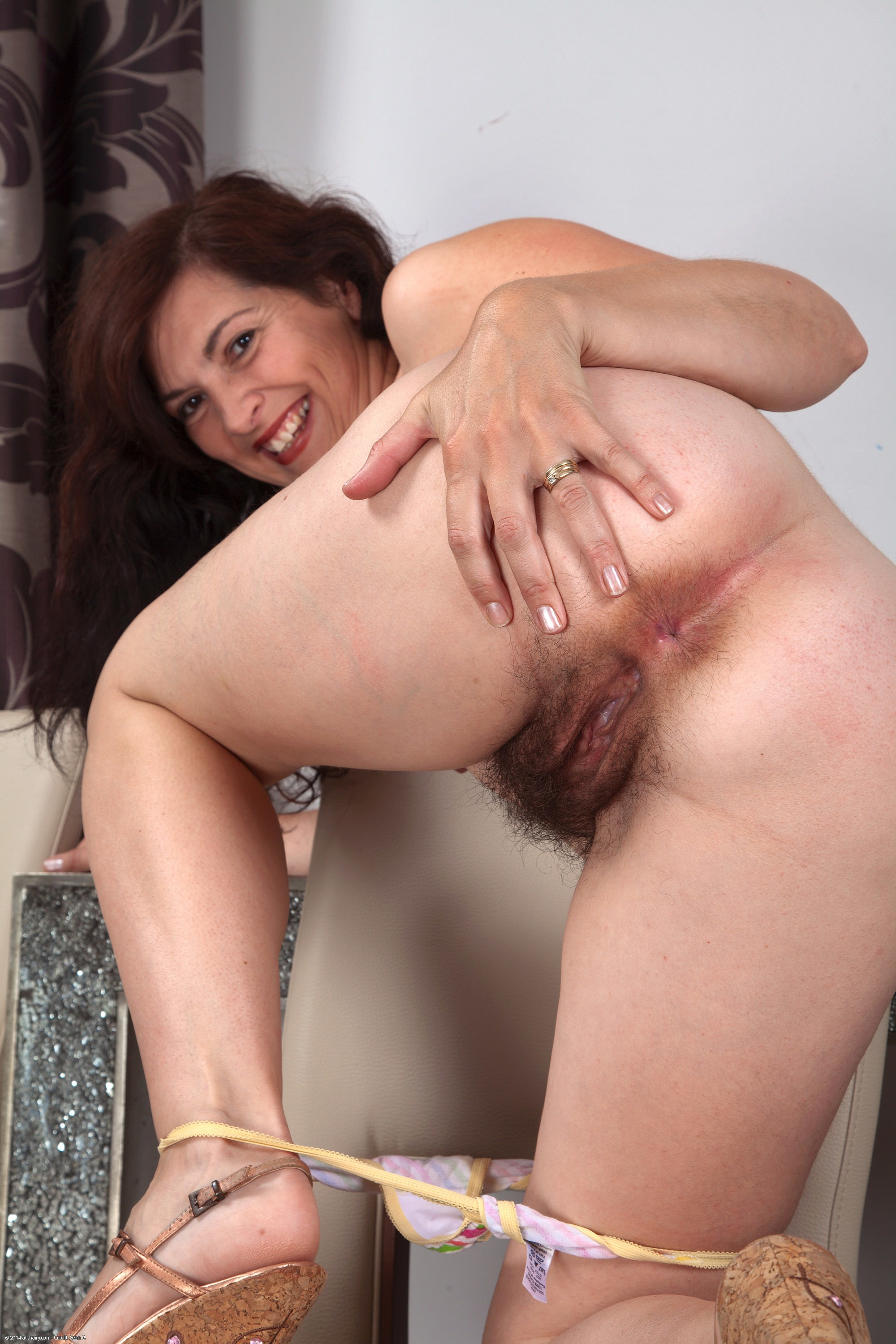 milf fingering and licking her grool