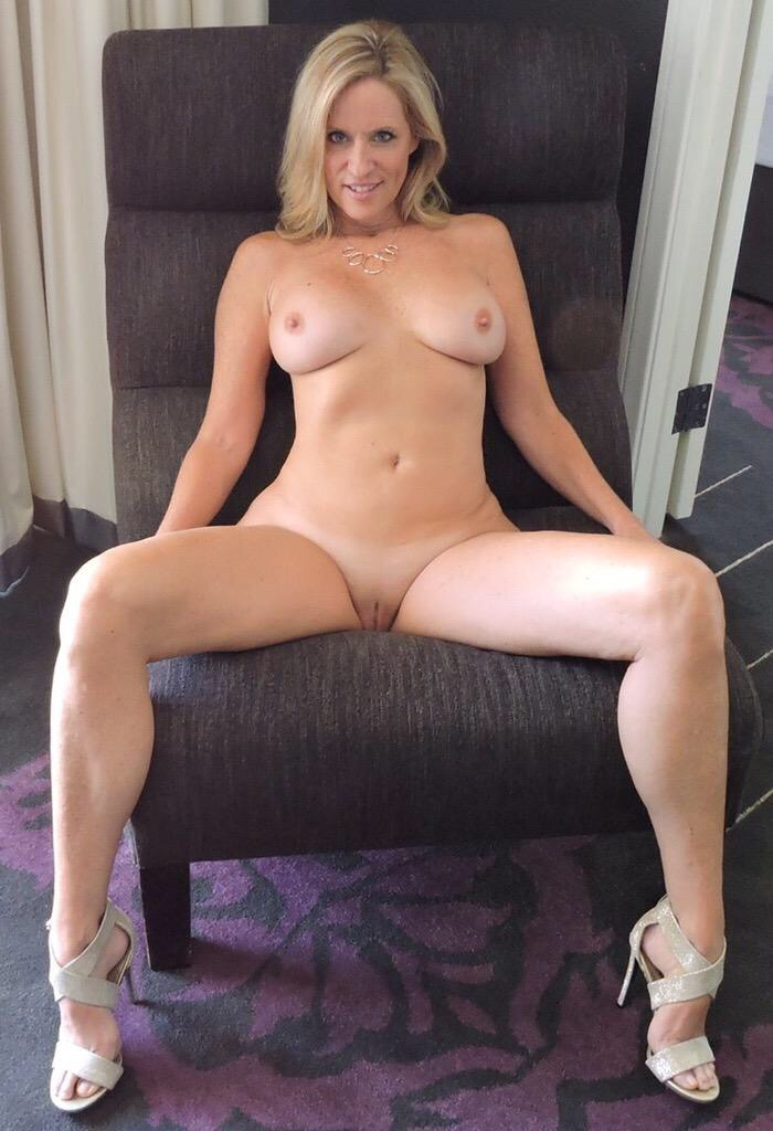wild hardcore extremely hairy latina pussy #blonde #fullfrontal #highheels #implants #muscular #muscularlegs #muscularwoman #rippedabs #roundtits #sexylegs #smoothpussy