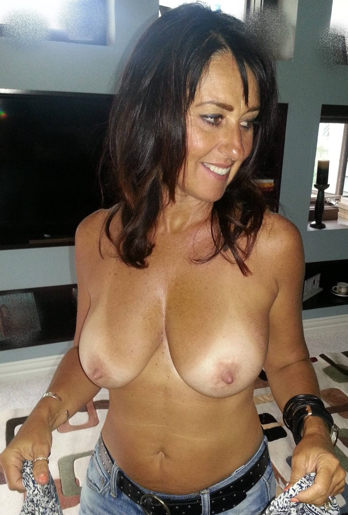 gorgeous housewife gets frisky in her naughty lingerie Tits Titsout Framedboobs Jeans Denim DenimAndDemTits Smile Toplessjeans