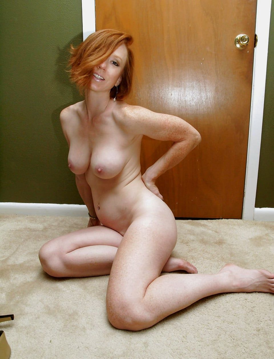 wife spreads her legs xvideos com