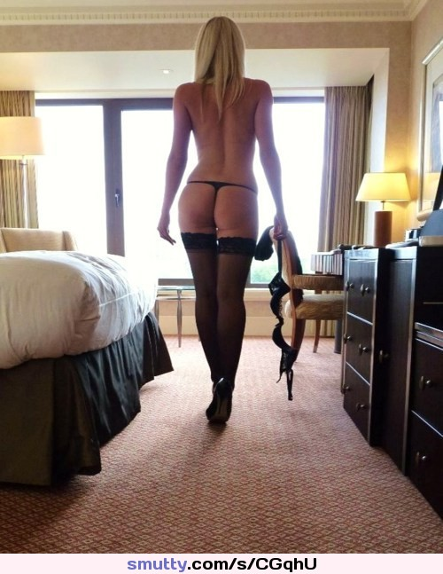 big booty babe gets a from two mobile porno