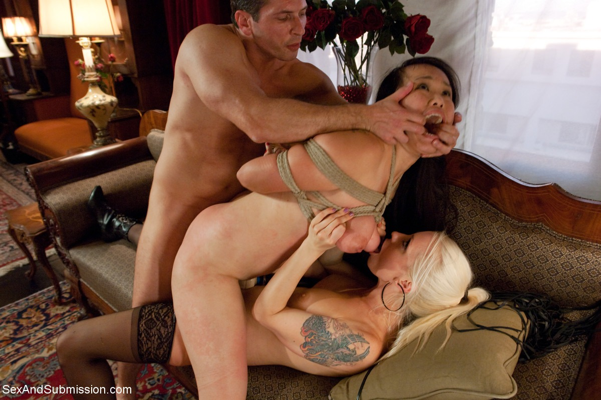 annabelle bradys granny pussy gets some good attention during a solo porn shoot