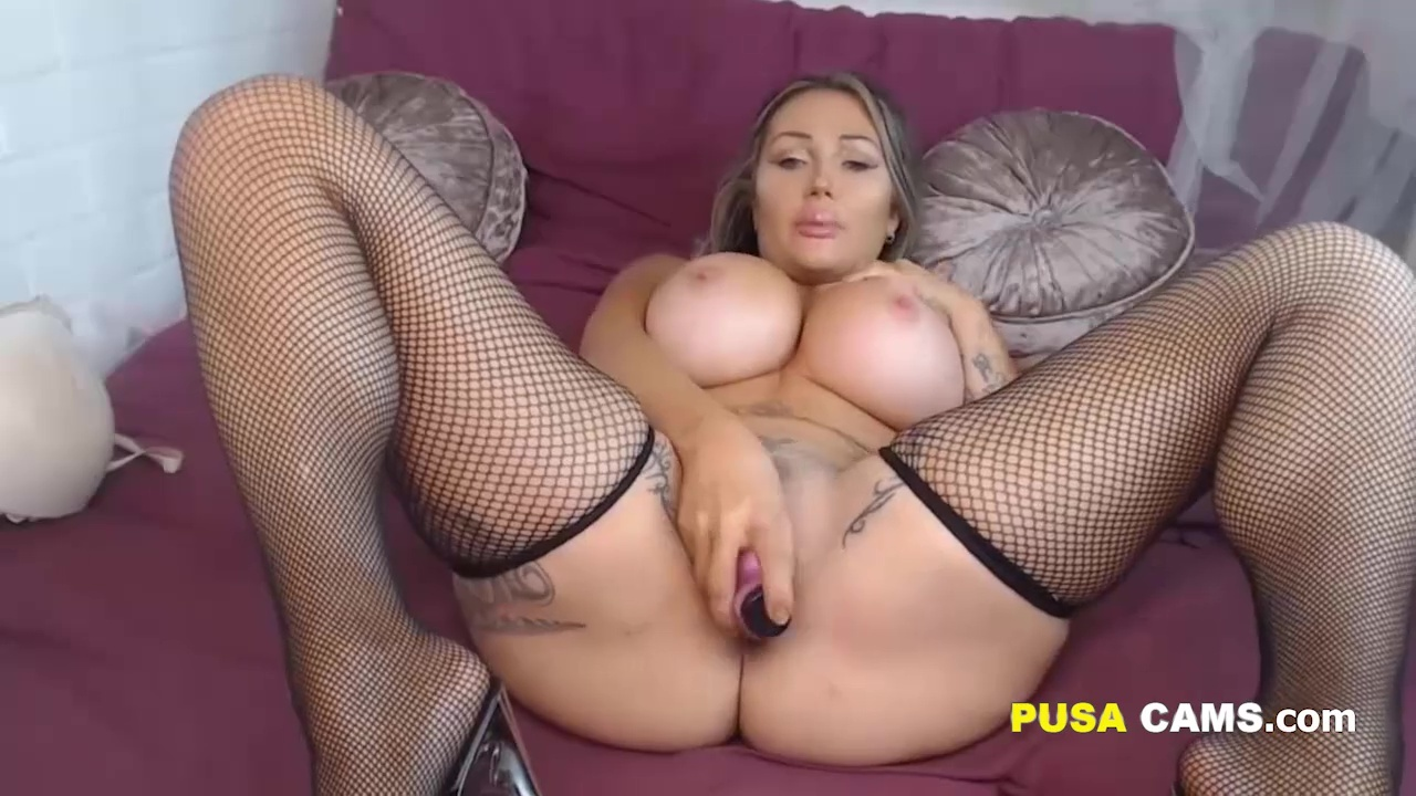 busty midget toys and cums xvideos com