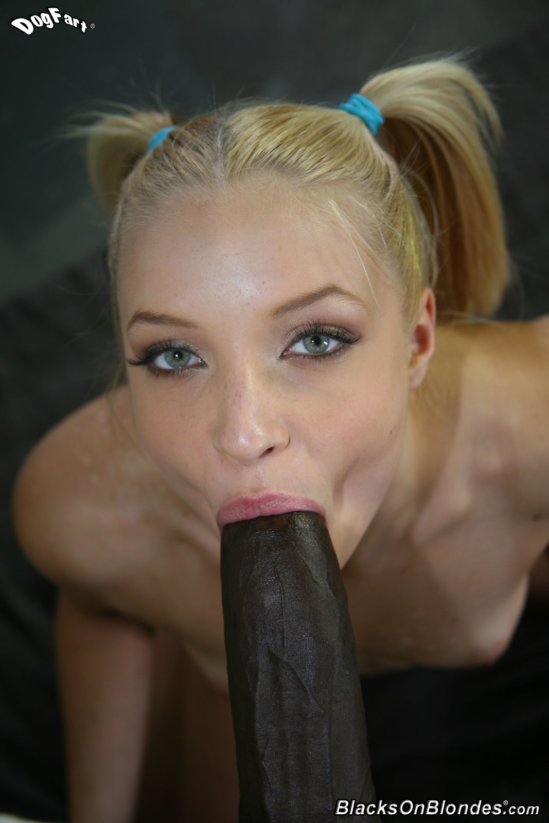 great gal in mini skirt gets her pussy fucked