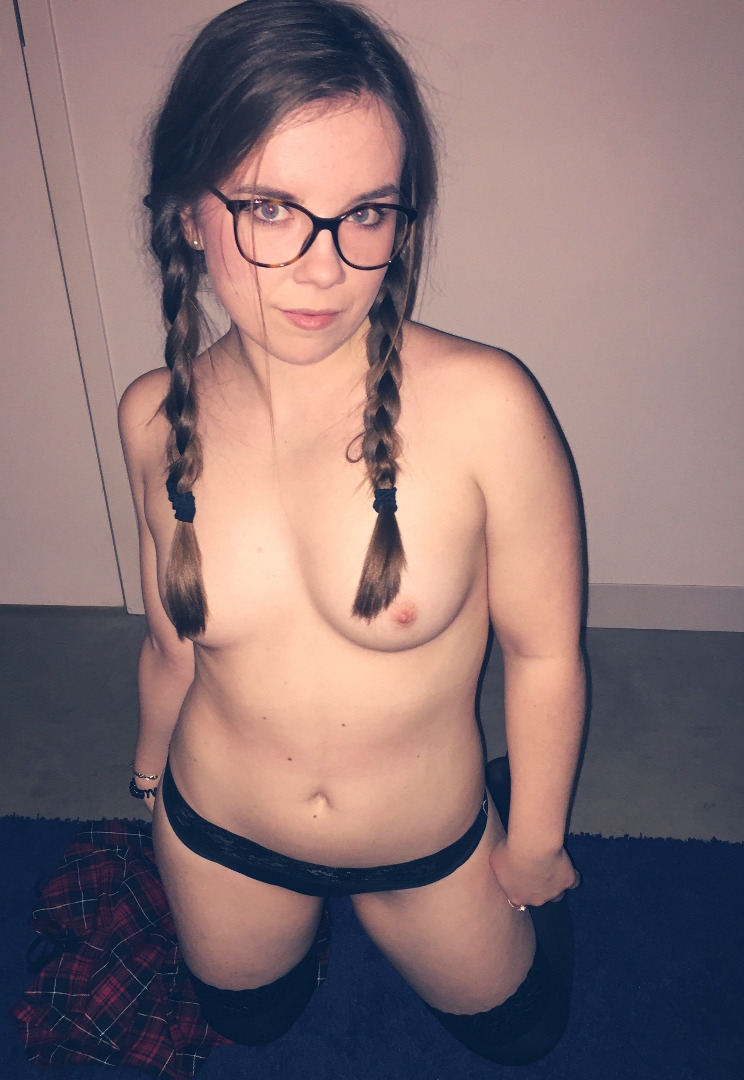 cute chubby amateur brunette with sexy tattoos plays with tmb