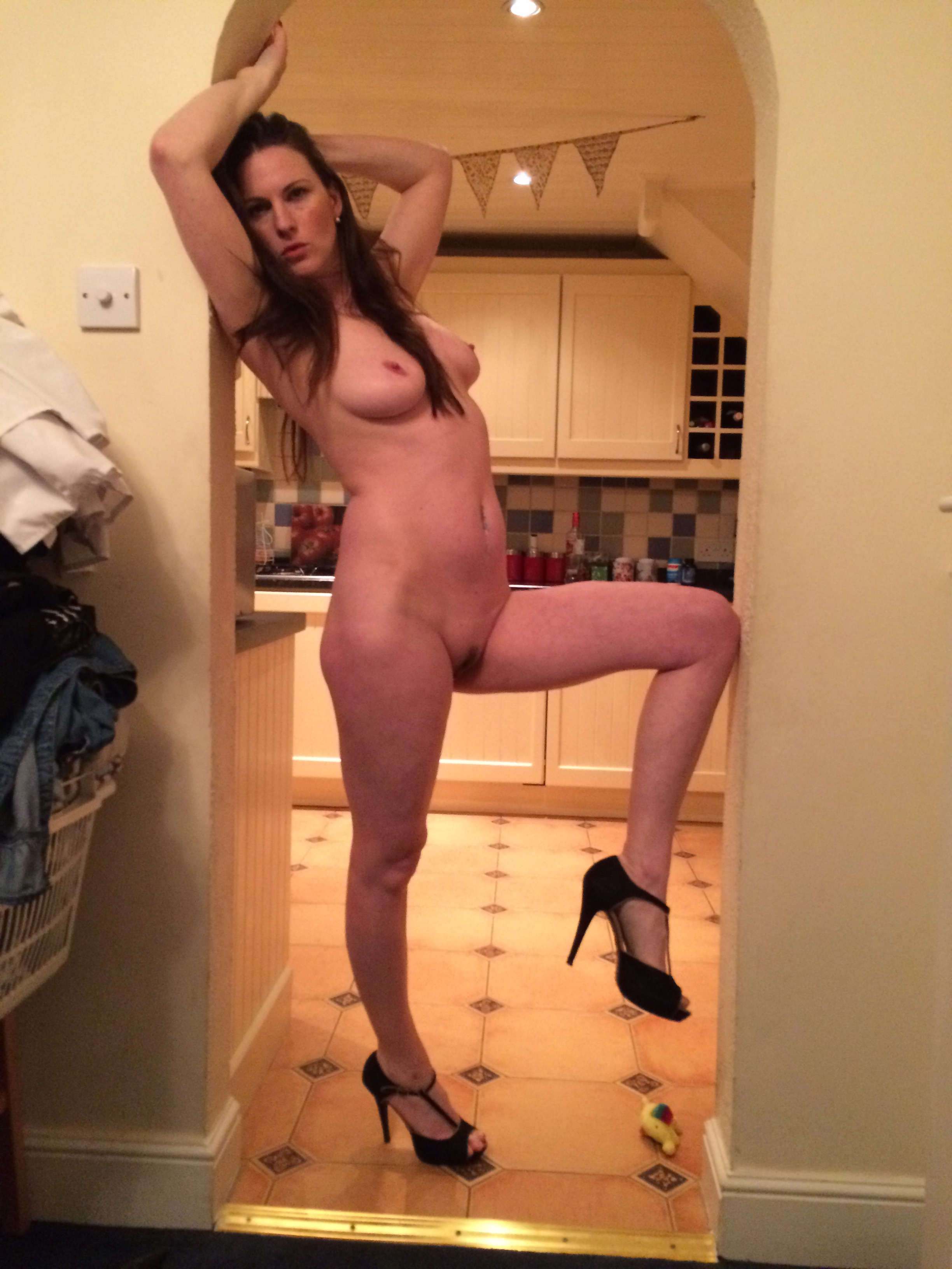 self shot puts anal bead toy and finger dildo in ass