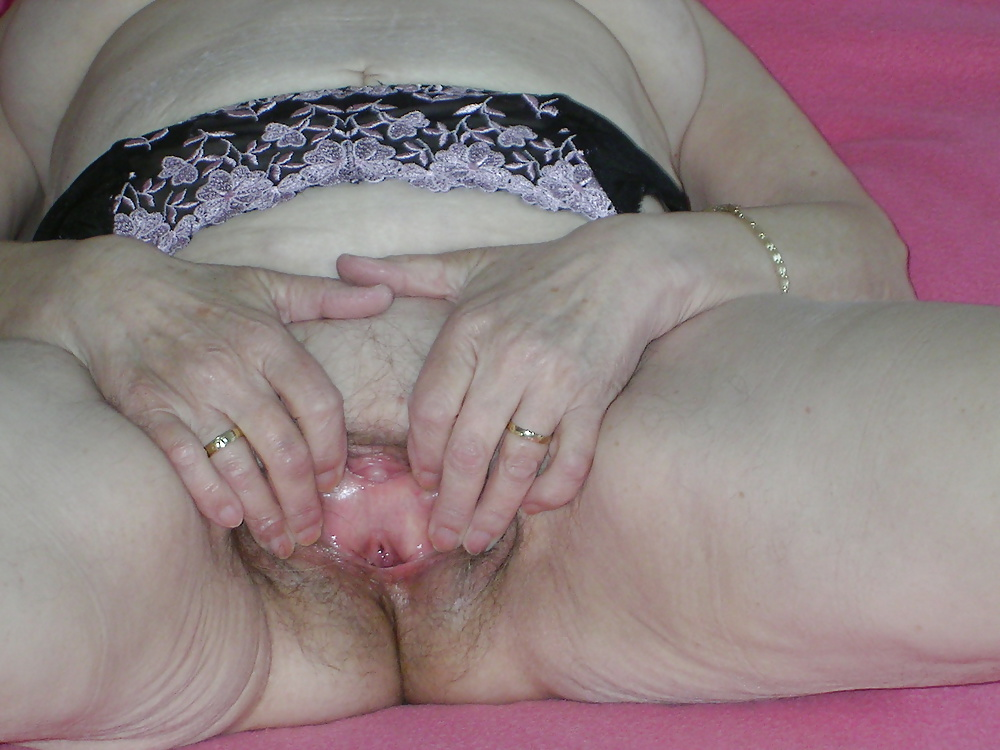 candela is a sexy provocative woman and her pussy is always on tmb